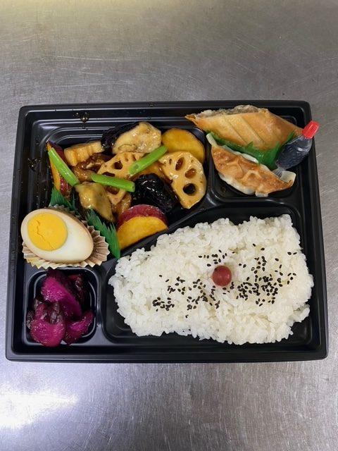 鶏と野菜の黒酢あん弁当(煮卵つき)